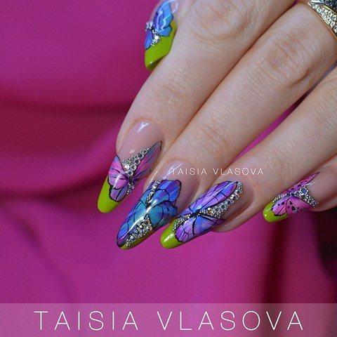 Бабочки на ногтях - идея дизайна маникюра: покрытие гель-лаком, рисунок гель-красками, стразы и бульонки