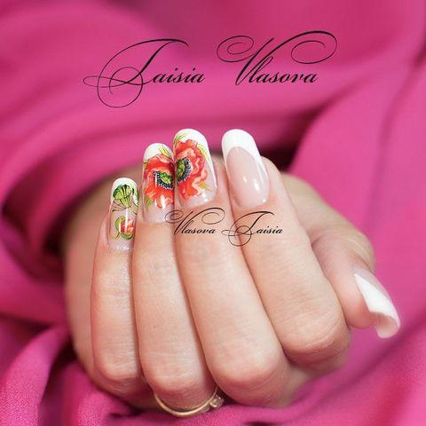 Белый французский маникюр с маками - красные маки на ногтях
