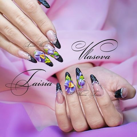 Шикарный матовый черный френч со стразами, акриловой лепкой и глянцевыми вензелями - фиолетовые орхидеи на ногтях