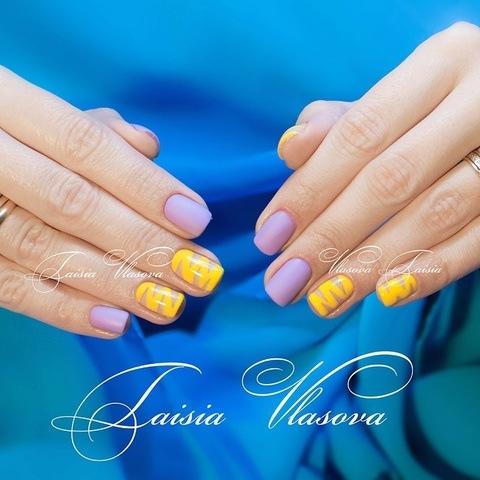 Яркий дизайн коротких натуральных ногтей (гель-лак)