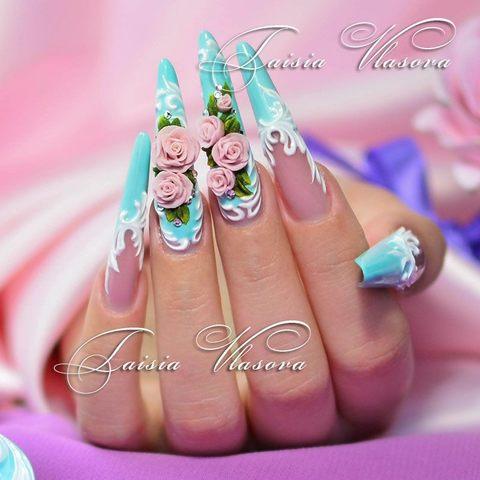 Дизайн длинных ногтей бирюзового цвета с акриловой лепкой и белым барельефным декором