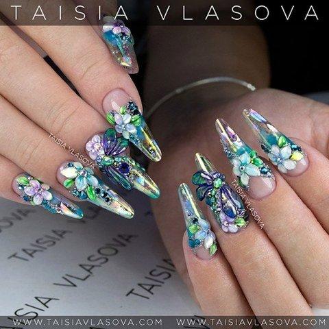 Хрустальный дизайн ногтей с цветами и стрекозами