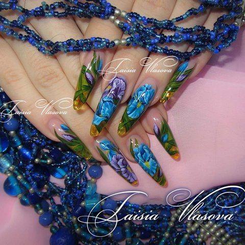Дизайн ногтей с ирисами - цветы на ногтях