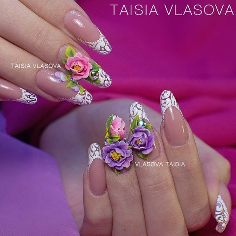 Дизайн ногтей с яркими цветами и кружевом: акриловая лепка, роспись гель-красками, современный миндаль