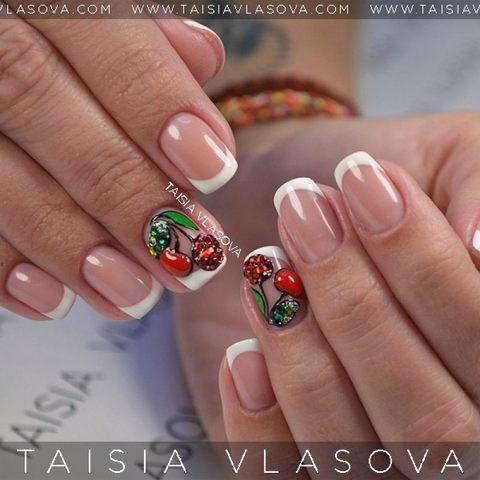 Дизайн ногтей с вишенками - белый французский маникюр с ювелирным украшением