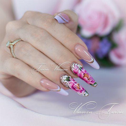 Дизайн ногтей френч сиреневого цвета с пионами - летние цветы на ногтях
