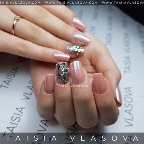 Дизайн ногтей со снежинками