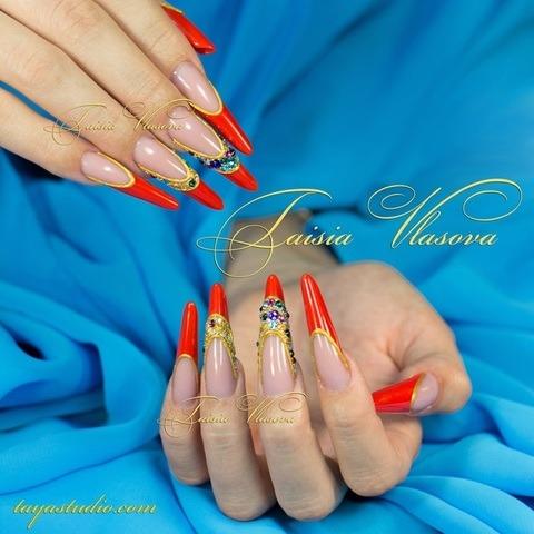 Длинные красные ногти - френч со стразами на нарощенных ногтях