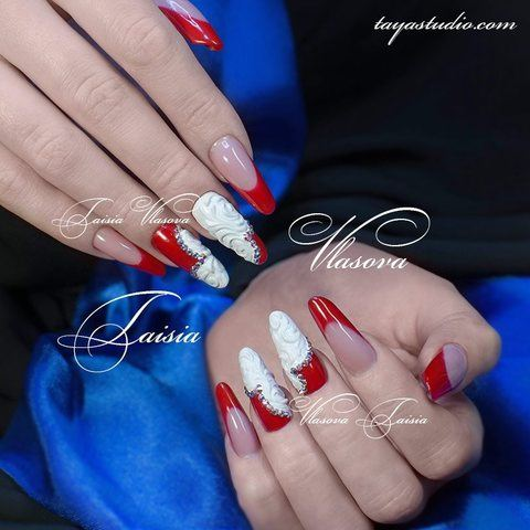 Идея дизайна ногтей френч - красно-белый маникюр со стразами