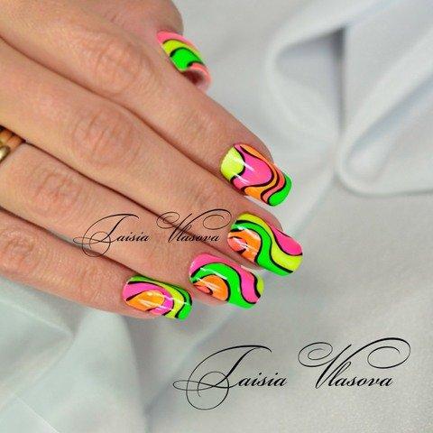 Яркий разноцветный маникюр квадратной формы - гель-лак на ногтях