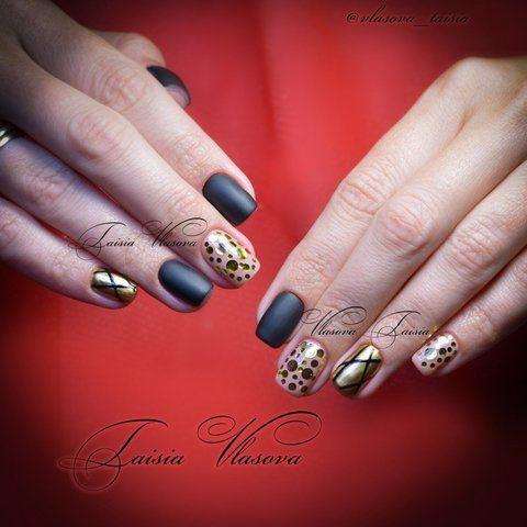 Камифубуки на ногтях - идея черно-золотого маникюра