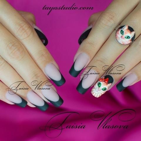 Маникюр с кошками - дизайн черных ногтей френч с объемным декором