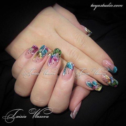 Маникюр с бабочками - летний дизайн ногтей с ярким рисунком