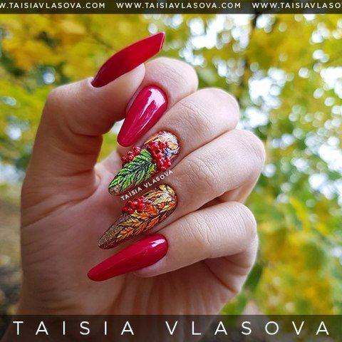 Осенний дизайн ногтей с рябиной