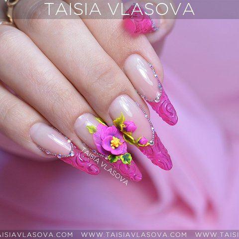 Розовый френч со стразами и объемными цветами