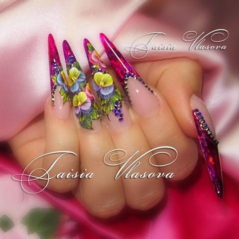 Шикарный дизайн на длинных ногтях с плоскостной акриловой лепкой и стразами - анютины глазки на ногтях
