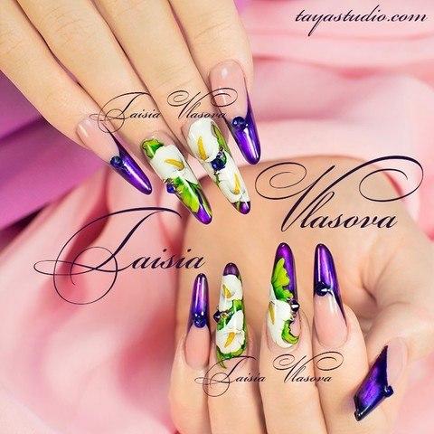 Синий френч с цветами - дизайн ногтей с каллами