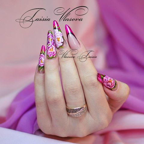 Витражный френч с яркой росписью - пионы на ногтях - идея дизайна ногтей от Т. Власовой