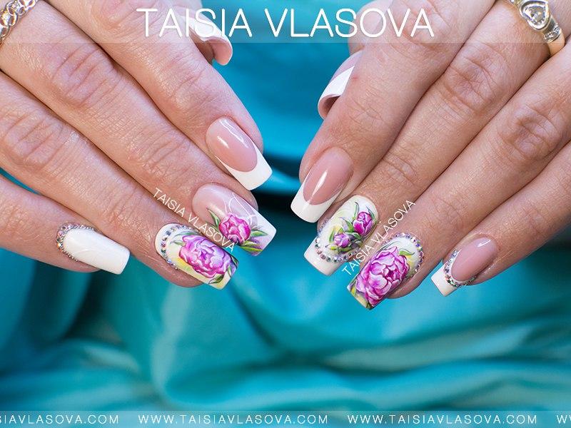 Нарисованные пионы на ногтях