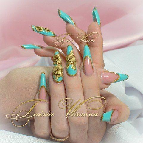 Бирюзовый френч с объемными золотыми розами - дизайн ногтей с акриловой лепкой