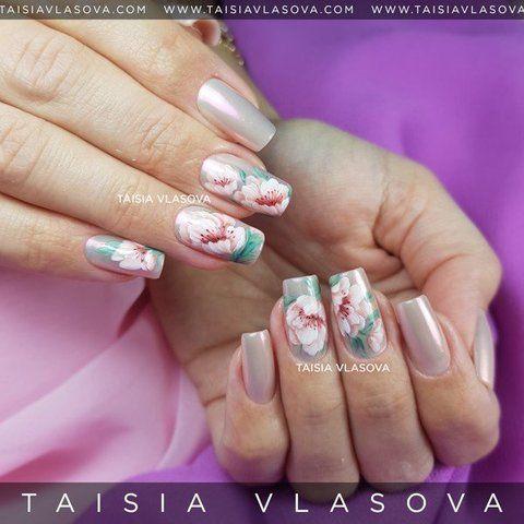 Дизайн ногтей с нежными цветами