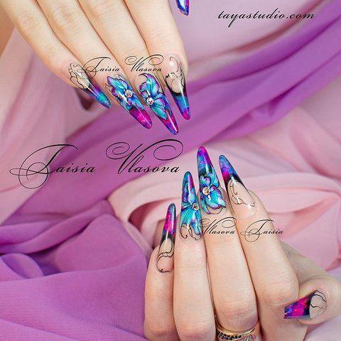 Яркий разноцветный френч с оригинальным рисунком на ногтях
