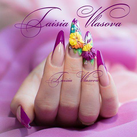 Фиолетовый дизайн ногтей с акриловой лепкой