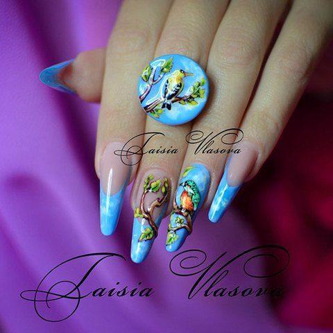 Голубой френч с барельефным дизайном - французский маникюр с птицами