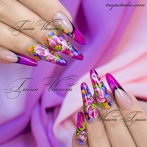 Яркий летний дизайн ногтей с цветами