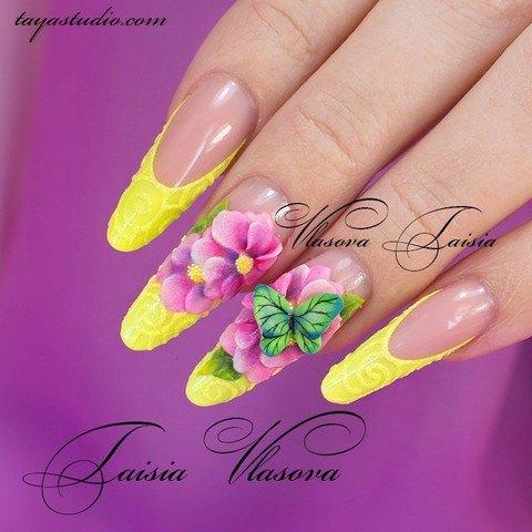 Яркий летний френч с бабочкой и цветами - дизайн ногтей с акриловой лепкой