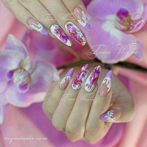 Миндальный маникюр с орхидеями и белыми вензелями