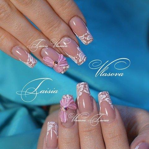 Нежный дизайн ногтей с кружевом и объемным розовым бантиком