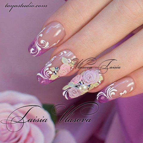 Нежный маникюр с цветами - розочки на ногтях