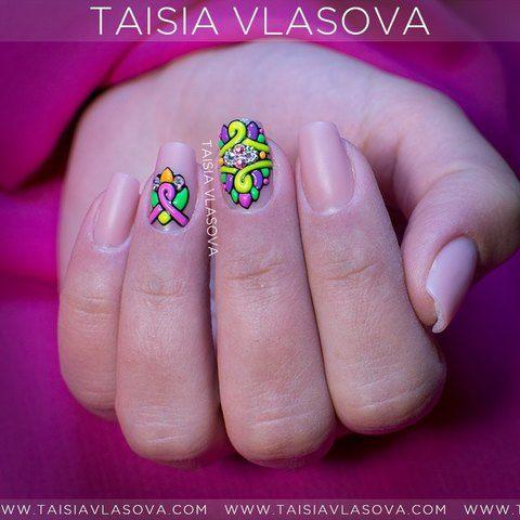 Оригинальный дизайн ногтей с ярким декором sweet bloom - нюд маникюр