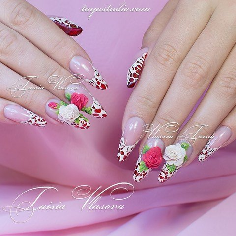Объемные розы на ногтях - идея маникюра с розами и белым кружевом