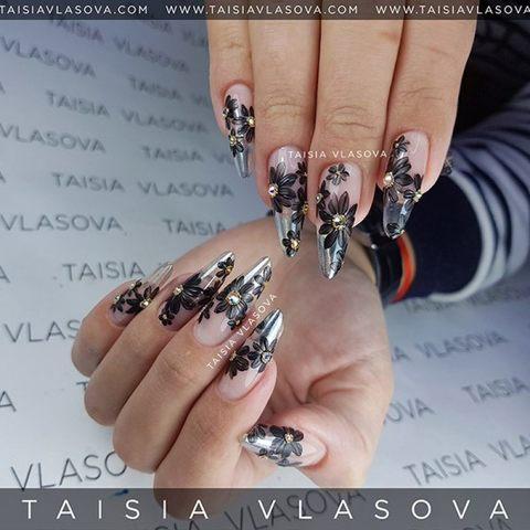 Прозрачный дизайн ногтей с черным рисунком