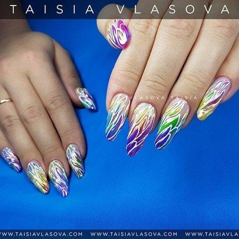Яркий разноцветный дизайн ногтей