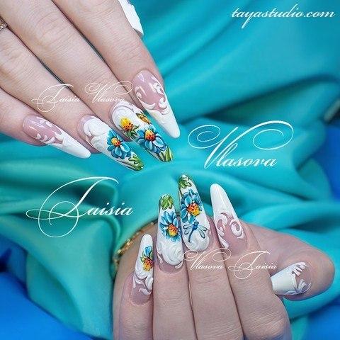 Ромашки на ногтях - вариант дизайна ногтей с летним рисунком