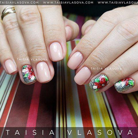 Рождественский дизайн ногтей с цветами