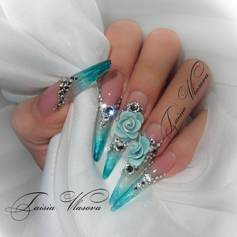 Шикарный дизайн ногтей с акриловой лепкой и стразами - розы на ногтях