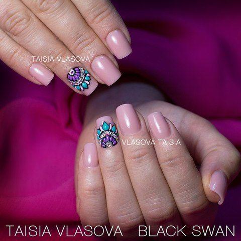 Стильный дизайн ногтей квадратной формы с шикарным декором